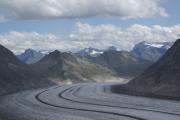 Grosser Aletschgletscher, Konkoridahütten SAC; Eggishorn, Bettmerhorn, dahinter Hillehorn (m) und Monte Leone (r)