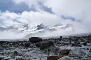 Fieschergletscher; Gletschertische, dahinter Wannenhorn (l) und Fiescher Gabelhorn