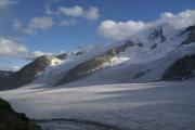 Finsteraarhornhütte SAC; Gr. Wannenhorn (r), Fieschergletscher