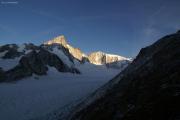 Finsteraarhornhütte SAC; Fieschergletscher, Grünhorn (l), Hint. Fiescherhorn
