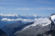 Oberaarjochhütte SAC; Alphubel, Mischabel mit Dom, Matterhorn, Weisshorn (vlnr)