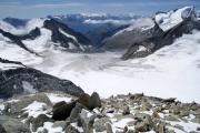 Aufstieg aufs Oberaarhorn;  Wasenhorn, Monte Rosa, Mischabel, Matterhorn, Weisshorn, Wannenhorn (vlnr), Fiescher-, Galmi-, Studergletscher