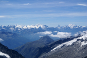 Oberaarhorn (3629müM); Monte Rosa, Mischabel mit Dom, Matterhorn, Weisshorn (vlnr)