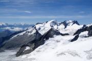 Oberaarhorn (3629müM); Mischabel mit Dom, Matterhorn, Weisshorn, Wannenhorn, Fiescher Gabelhorn (vlnr), Studergletscher