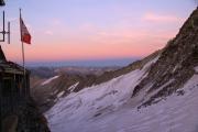 """Oberaarjochhütte SAC (3256müM); """"Blaue Stunde"""": Oberaargletscher"""