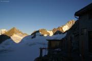 Oberaarjochhütte SAC (3256müM) morgens: Finsteraarrothorn, Finsteraarhorn
