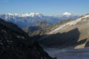 Oberaarjochhütte SAC (3256müM); Panorama mit Monte Rosa, Mischabel, Matterhorn und Weisshorn