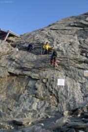 Oberaarjoch: die Leiter zur und von der Oberaarjochhütte SAC - sie hält!