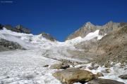 Oberaargletscher; Oberaarjoch mit Oberaarhorn (r) und Oberaarothorn und Nollen (l)