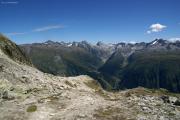Am Sidelhorn; Obergoms bei Oberwald, darüber der Pizzo Rotondo und das Chüebodenhorn (m)