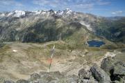 Sidelhorn (2764müM); Rhonegletscher mit Furkapass, Grimselpass mit Totesee (m), darüber Galenstock, Gärstenhörner, Tieralpstock (vrnl)