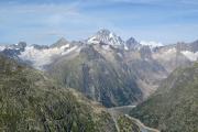 Ob Grimselpass; Grimselsee mit Oberaargletscher (l), Finsteraarhorn und Agassizhorn (m)