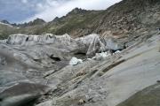 Rhonegletscher; die schöne Hülle soll die Eisgrotte bei Belvédère schützen...