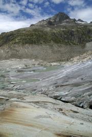 Rhonegletscher; Eisrand mit See, darüber das Vorder Gärstenhorn