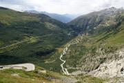 Belvédère; Gletsch mit Bahnlinie, Furka- und Grimselpassstrasse (r)