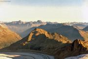 Aufstieg zum Piz Palü: Piz Kesch (Mitte oben), Munt Pers, Diavolezza, Persgletscher