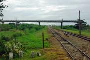 Eisenbahn in Kuba... Typische Brücke ohne Auffahrten