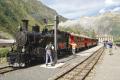 Zug 155 mit HG 3/4 Nr.4 nach Oberwald macht kurz Halt in Gletsch. Hinter der Lok die beiden neuen B2206 und B2210!
