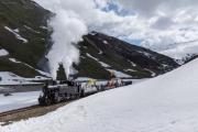 Bauzug mit Dampf, HG 3/4 4, während der Schneeräumung