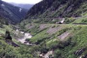 Bauzug mit HG 3/4 9 zum Räumen der Strecke Oberwald-Glestch von Steinen und  Baumwurzeln.
