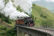 Regelzug nach Oberwald mit HG 4/4 704 auf der Wilerbrücke ob Realp
