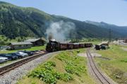 4-Wagenzug mit HG 4/4 704 in Oberwald