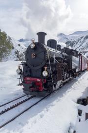 Ende Saison 2020 im Schnee! Letzter Regelzug nach Oberwald mit HG 4/4 704