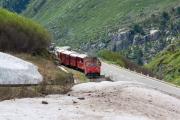 HGm 4/4 61 mit Wander-Express nach Realp unterhalb Muttbach-Belvédère