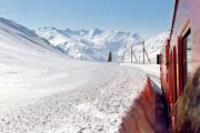 HGe 4/4 II im Winter unterhalb Oberalpsee. 1987