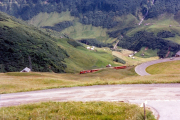 Deh 4/4 II mit Pendelzug oberhalb Andermatt. 1988