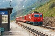 HGe 4/4 II 102 mit Glacier-Express in Tschamut-Selva. 1988