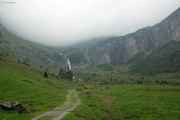 Abstieg | Blick zurück zur Glärnischhütte SAC, im Nebel