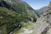 Mauvoisin --> Cab. Chanrion |  Staumauer des Lac de Mauvoisin; Mauvoisin im Val de Bagnes
