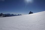 Cab. de Bertol --> Schönbielhütte |  Glacier du Mont Miné. Aufstieg zum Tête Blanche. Matterhorn! Links Mischabel mit Dom