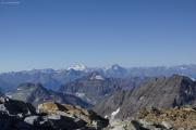Cab. de Bertol --> Schönbielhütte |  Tête Blanche (3707müM); Italien mit Gran Paradiso und Grivola (r)