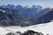Cab. de Bertol --> Schönbielhütte     Tête Blanche (3707müM); Lenzspitze, Dom, Täschhorn, Alphubel, Allalinhorn, Rimpfischhorn, Strahlhorn; Findelgletscher. Vorne: Stockjigletscher