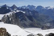 Cab. de Bertol --> Schönbielhütte    Tête Blanche (3707müM); Zinalrothorn, Ober Gabelhorn, Lenzspitze, Dom, Täschhorn, Alphubel, Allalinhorn. Vorne: Stockjigletscher
