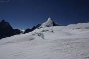 Cab. de Bertol --> Schönbielhütte    Abstieg vom Tête Blanche über den Stockjigletscher. Matterhorn und Dent d'Hérens