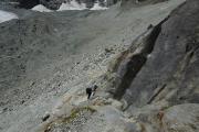 Cab. de Bertol --> Schönbielhütte    Aufstieg zur Schönbielhütte über den Schönbielgletscher, die Moräne -- und durch diese Felswand