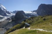 Schönbielhütte SAC (2694müM)    WC-Häuschen. Tête de Valpelline,  Stockji mit Gletscher, Tête Blanche, Wandfluehorn