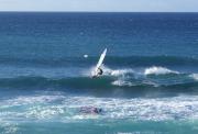 Surfer vor Hoʻokipa bei Pa'ia, Maui, Hawai'i
