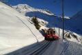 Deh 4/4 I 22 mit einem Autotransportzug nach Sedrun oberhalb Andermatt