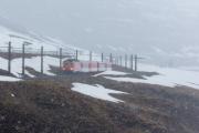 Regionalzug mit HGe 4/4 II 107 oberhalb Nätschen