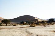 """Sossusvlei. Salz-Ton-Pfanne (""""Vlei"""") in der Namib-Wüste."""