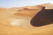 """Salz-Ton-Pfanne (""""Vlei"""") in der Namib-Wüste beim Sossusvlei"""