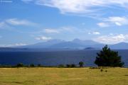 Lake Taupo mit Mt. Ruapehu, Mt. Ngauruhoe und Mt. Tongariro