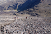 Mt. Ngauruhoe. Aufstieg. Unten der Devil's Starcase und der Sattel