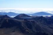 Mt. Ngauruhoe. Die Aussicht vom Kraterrand. Red Crater und Blue Lake. Lake Taupo im Hintergrund