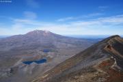 Mt. Ruapehu vom Mt. Ngauruhoe gesehen. Tama Lakes
