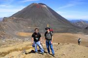 Mt. Ngauruhoe. Zwei auf dem Tongariro Crossing beim Red Crater